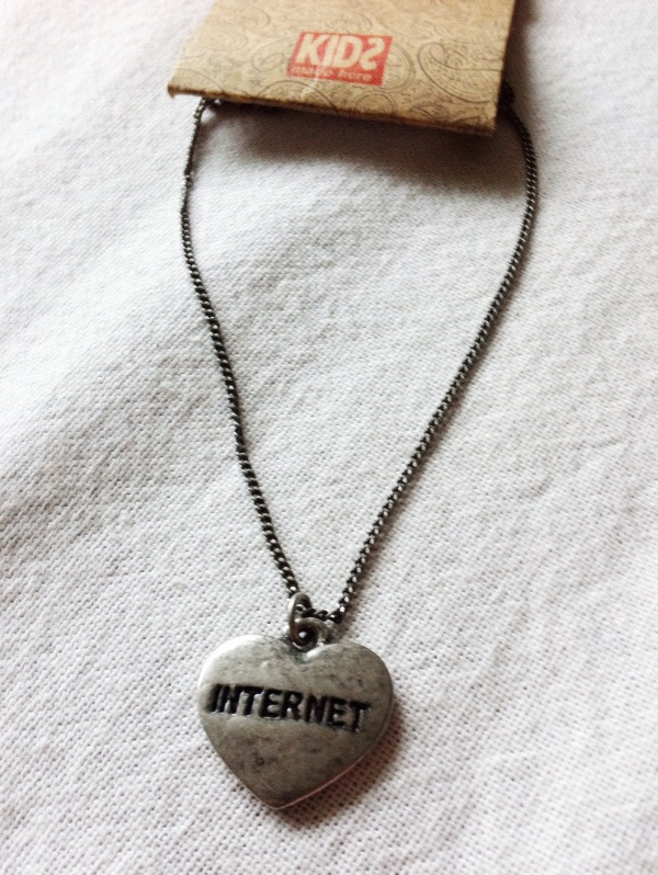 internet necklace kids